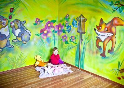 Pokojíček pro holčičku malba na stěny